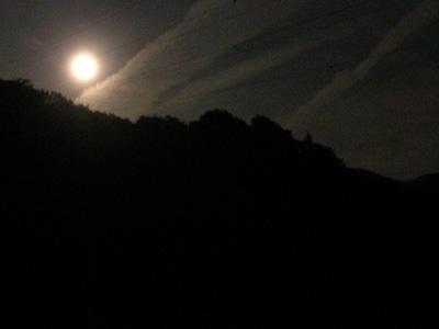 大原調整池から見る月