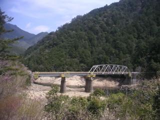 会場手前の橋