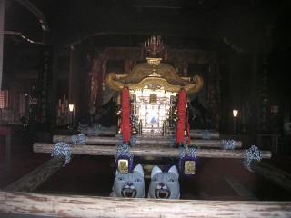 本殿内の御輿